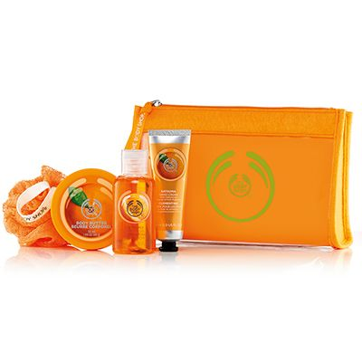 Make someone feel beautiful from head to toe. Filled with juicy satsuma scented treats, this sweet set makes for an ideal gift. Satsuma Shower Gel 60ml Satsuma Body Butter 50ml Satsuma Hand Cream 30ml Orange Mini Crinkle Bath Lily
