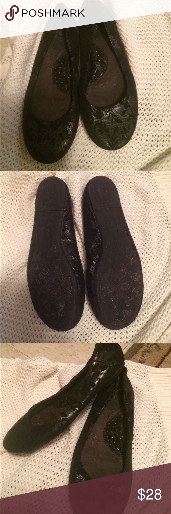 BOC Black floral ballet/flat. BOC beautiful black floral print flat/ballet shoe size 8 Born Shoes Flats & Loafers