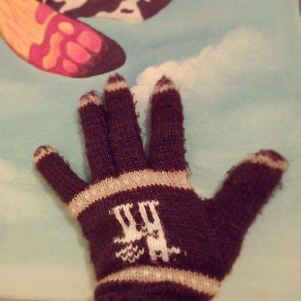 PEDALEAR EN INVIERNO: guantes de alpaca (o es lo que me dijeron!!) , los compré en una feria artesanal de paseo bulnes, los uso encima de los guantes de bicicleta o debajo..da lo mismo, pero ayudan a mantener mis manos temperadas ...es atroz pedalear con las manos congeladas..