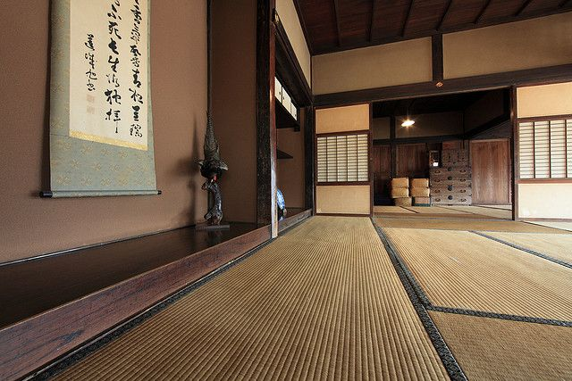 Rice straw mats (tatami) and characterize the traditional Japanese calligraphy device