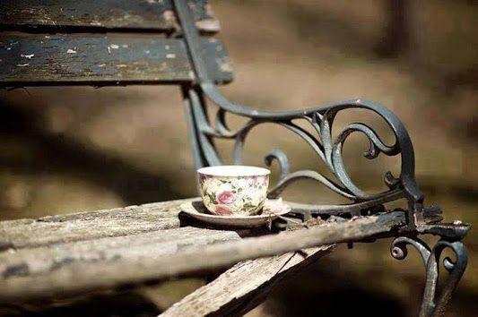 Kahvenden bir yudum almamışsın Korktunmu beni kırk yıl sevmekten........!!
