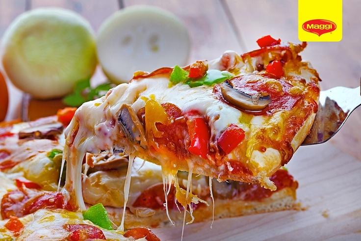 The famous pizza slice // Daca aceasta felie de pizza ar avea propria ei pagina de Facebook, ar aduna ________ fani. Completati voi! :D -> https://www.facebook.com/photo.php?fbid=387143244692438=pb.287189181354512.-2207520000.1363177889=3