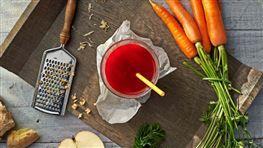 Šťáva z červené řepy, mrkve a jablek se zázvorem