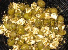 Oliven einlegen - das Rezept mit Olivenöl, Fetakäse und Pepperoni