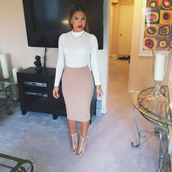 White title neck, nude pencil skirt, red lips, and nude heels perfect fall/ winter outfit