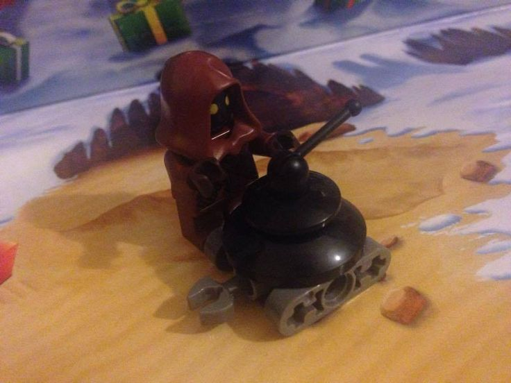 Jawa Minifig and LIN Demolitionmech  (Lego Star Wars Advent Calendar 2015 Day 3 + 4)