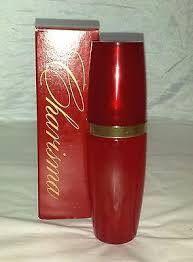 perfume Charisma é um dos mais antigos da Avon. Ele foi lançado em 1968 e sua embalagem vermelha é inconfundível.  Seu perfume floral com notas de rosa, jasmim e lírio do vale marcou algumas gerações.  Afinal, quem ao sentir seu perfume não se lembra de momentos saudosos ou de alguém em especial