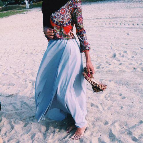 jashypeace:  My toes looking weird tho'  #summer #vscocam #beach #hijabi #hijabers #ootd #modesty #ootdhijab #hijabstyle  (at Pantai Klebang, Malacca)