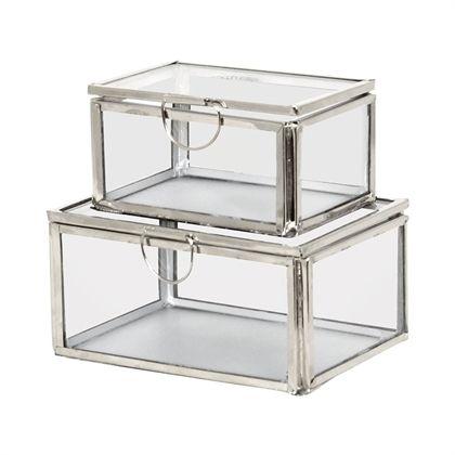 In diesen schönen Glasboxen mit Deckel von Strömshaga macht Dekorieren Freude. Schöner kann man seinen Schmuck oder andere Kostbarkeiten nicht verstauen.