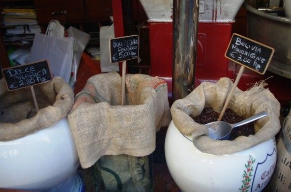 Torrefazione della Crocetta, in Corso De Gasperi, al numero 3,  il paradiso degli amanti del caffè. Qui si trattano i chicchi di caffè con la stessa attenzione e cura che si dedicherebbe ai diamanti grezzi. Le varietà di caffè, provenienti da tutto il mondo e lavorati secondo le antiche tradizioni, sono quasi infinite. Potrete optare per rarissimi caffè dell'Indonesia o della Giamaica o per un semplice gustosissimo cappuccino.