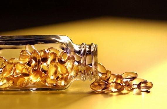 Estudios concluyeron que la suplementacion con Vitamina A regula el metabolismo de la hormona tiroidea , disminuyendo la concentracion serica de TSH en pacientes obesos, disminuyendo de esta manera el riesgo de hipotiroidismo subclinico, que dificulta perder peso con el paso del tiempo mientras envejecemos.