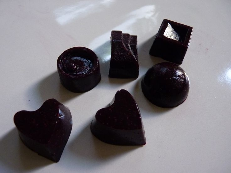 AIP Pontefract Cakes AIP FODMAP Licorice and blueberry gummies!