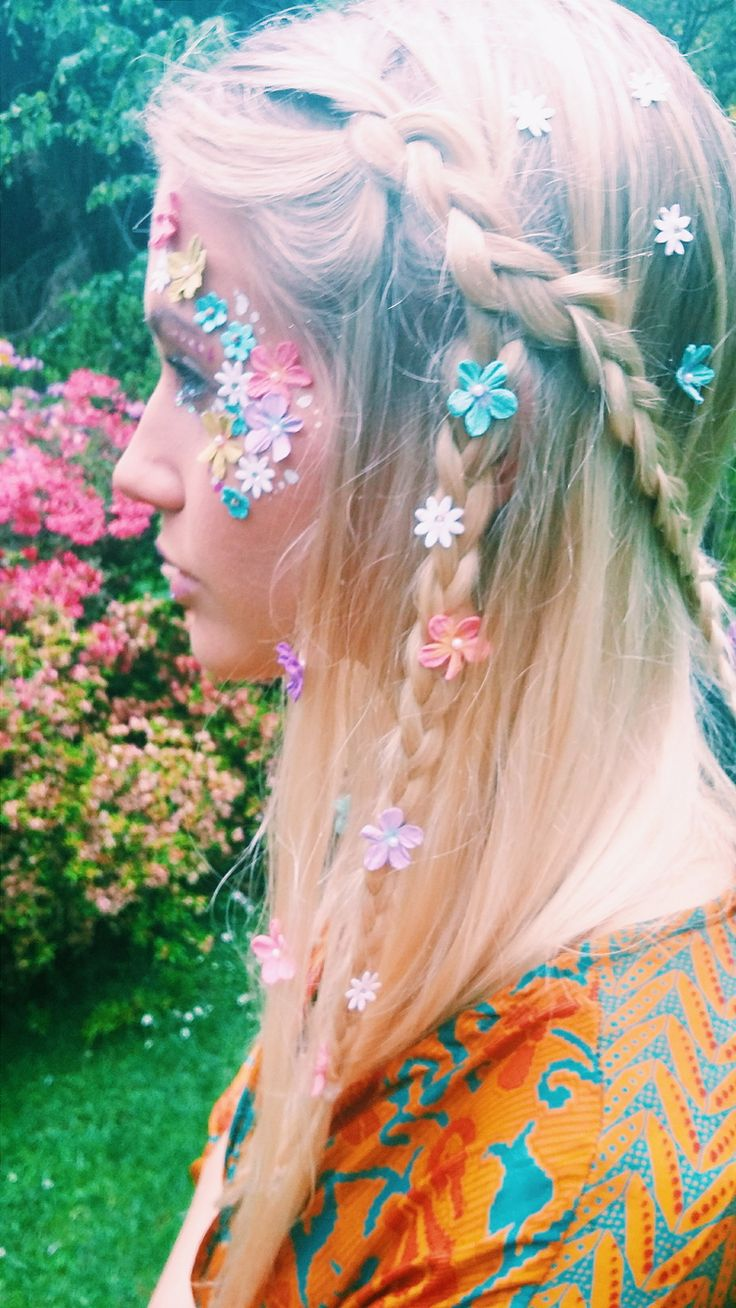 Looking for inspiration from our festival season 2016 - check out our  gallery, displaying all of our looks with our all in one face jewels and  chunky glitter mixes.