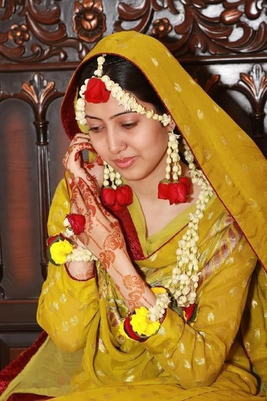 Mehndi Flower Accessories : Mehndi bridal dress for function