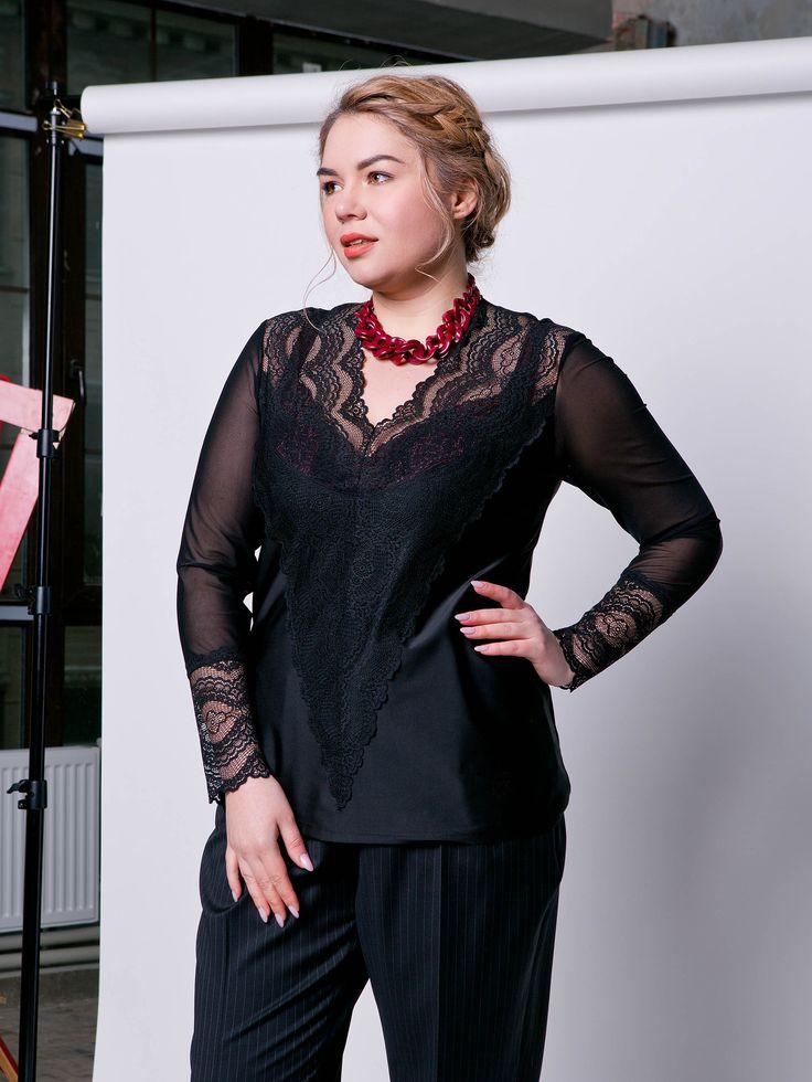 Соблазнительный блузон, линия декольте и манжеты выполнены из кружева. Станет украшением гардероба женственных и стильных девушек.