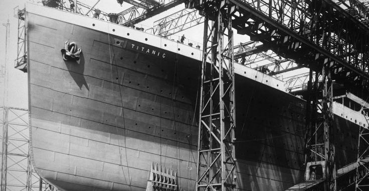 RMS Titanic a fost cel mai mare pachebot din lume, în momentul plecării sale în călătoria inaugurală, din Southampton, Anglia, cu destinaţia New York, pe 10 aprilie 1912. Acesta măsura 269,1 metri lungime, avea o lățime de 28 metri și cântărea 46,328 tone, iar înălțimea de la punctul de plutire până la puntea principală era de 18 metri.   #altantic #despre titanic #fotografii titanic #fotografiirare titanic #imagini rare titanic #imagini titanic #oceanul