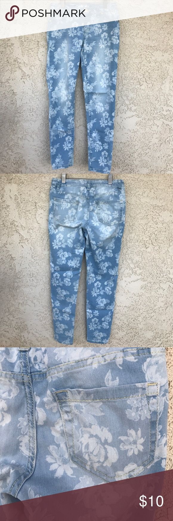 """Cherokee Girl Jeggins Flower print jeggins with adjustable waist. Skinny Fit.                                                 Rise: 9.5""""  Inseam: 26.5"""" Cherokee Bottoms Jeans"""