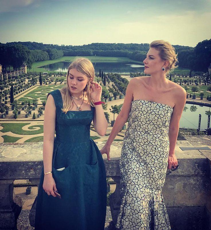 32.5 тыс. отметок «Нравится», 64 комментариев — Renata (@renatalitvinovaofficiall) в Instagram: «На свадьбе Лесли и Ронена в Версале) #lesisro  #renatalitvinova»