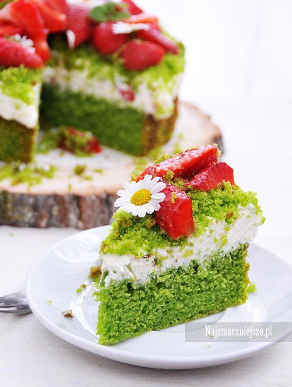 Ciasto leśne runo z truskawkami, zwane również leśny mech, albo po prostu - ciasto ze szpinaku, które jest puszyste, smaczne i delikatne.
