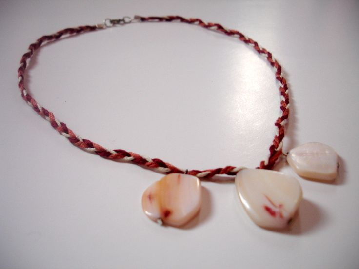 Necklace with small fildisi stones