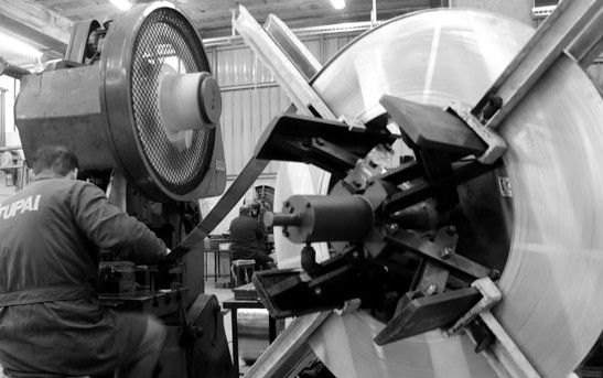 » Estampagem a frio Transformamos o aço inoxidável, latão e zamak. Temos capacidade para executar cerca de 150 acabamentos com equipamentos tecnologicamente sofisticados. Sempre com respeito pelo o meio ambiente, por isso temos a certificação ambiental desde 2011. Mais informações: www.tupai.pt #smartsolutions #tupai