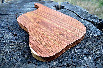 Pomôcky - Stredne veľký drevený lopár na servírovanie a krájanie - 8453565_