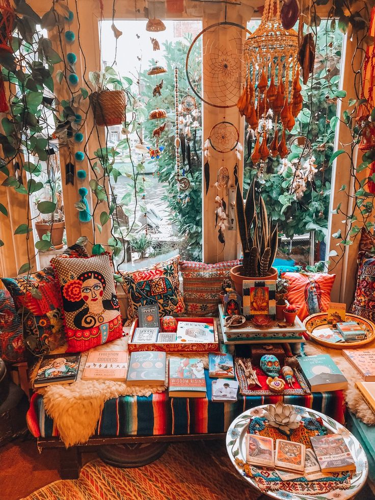 Inspiration from the cutest bohemian abode ever! Home decor at its best