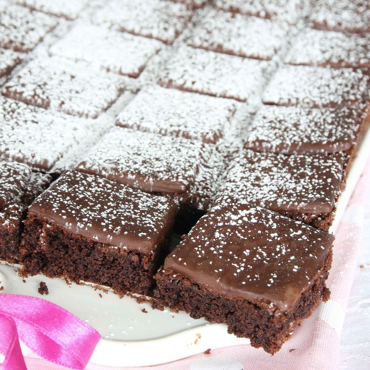 Superläcker mintchokladkaka med en lite lätt kladdig och seg browniebotten och After Eight-plattor på toppen.