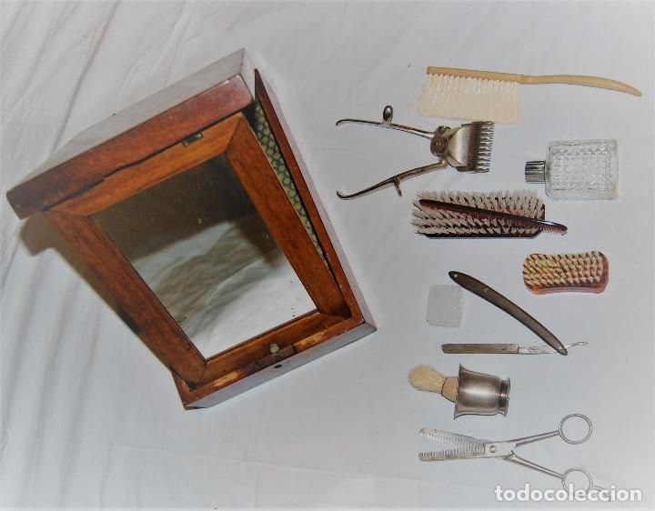 Antigüedades: CAJA ANTIGUA TOCADOR DE BARBERO CON ESPEJO Y NAVAJA CEPILLO TIJERAS PERFUMERO PEINE ETC - Foto 2 - 94177055