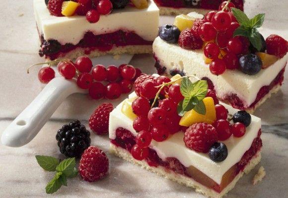 Prăjitură cu fructe de pădure şi brânză | Click! Pofta Buna!