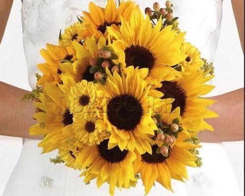 ALLEGRO E COLORATO BOUQUET DI GIRASOLI a Zuppardo Piante e Fiori Dal 1950 #fiori #nozze