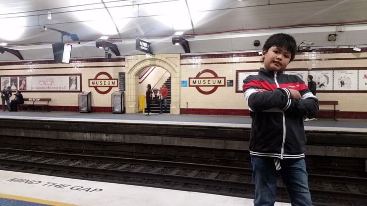 Gideon at Museum Station