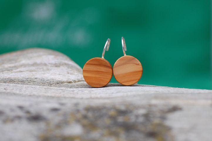 Holzohrringe Ohrhänger aus Eibenholz von fabol auf DaWanda.com