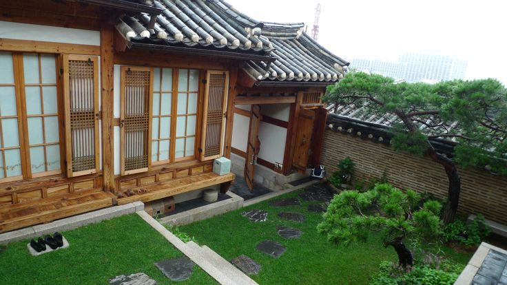 Han-ok. traditional Korean-style house. Bukchon in Seoul.   북촌 한옥마을. 심심헌