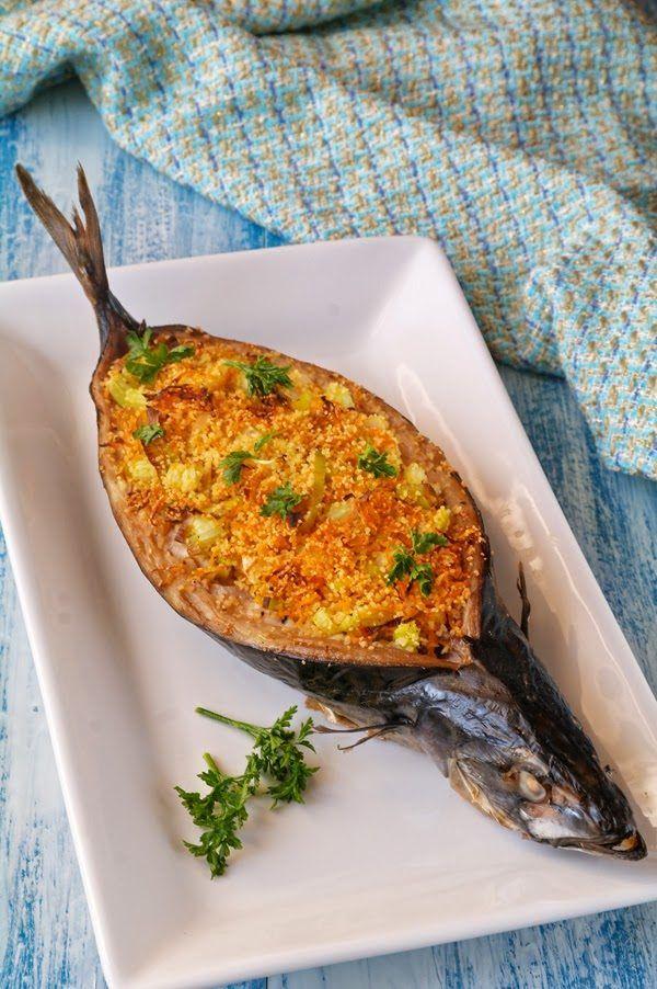 Скумбрия, фаршированная кус-кусом с овощами   Быстрое и простое блюдо, которое вполне можно поставить и на праздничный стол. Если рыбу есть сразу, то сверху чувствуется такая корочка из кус-куса. Пос…