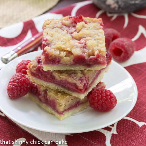 Streusel Topped Raspberry Squares | Oooh, these are IRRESISTIBLE!