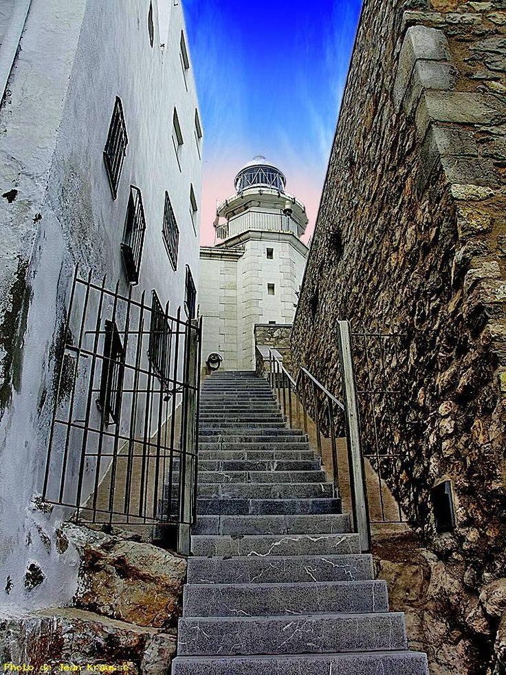 Montée vers le phare ( 1899 - code : E-0232 ) - Peniscola - ( Espagne ) de Jean Krausse