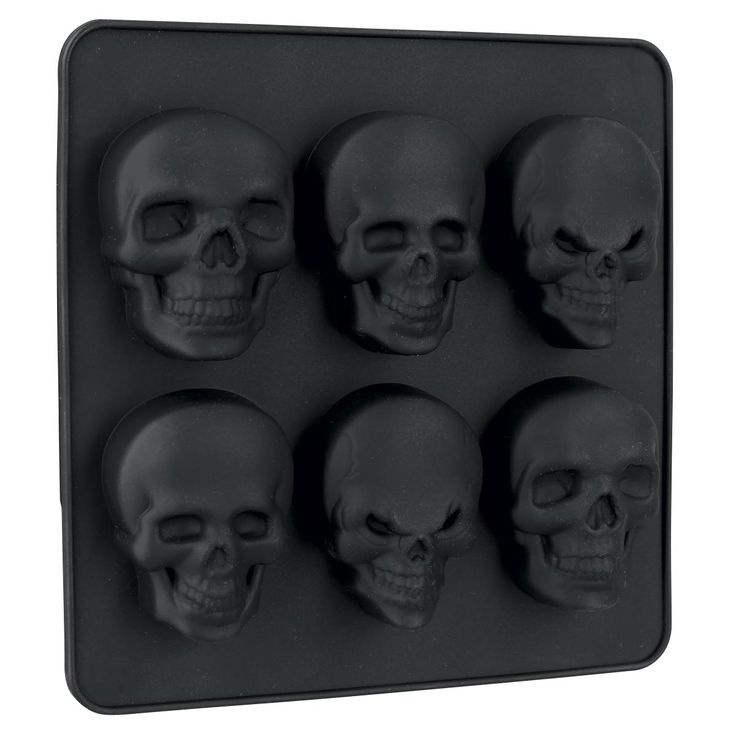 Set of 2 skull silicone ice cube and chocolate moulds. Non-stick effect, suitable for the dishwasher, temperature-resistant up to -60 degrees. Size approx. 14 x 14 cm. Oven safe to 230°C.