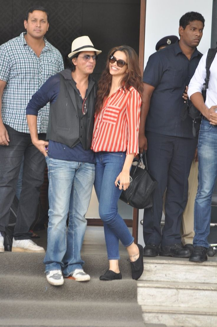 Deepika Padukone and Shahrukh Khan   Promoting CE in Mumbai.