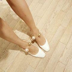Осенью 2016 новый квадратная голова толщиной с высокие каблуки корейской версии белые туфли-жемчужные туфли металлический каблук женские