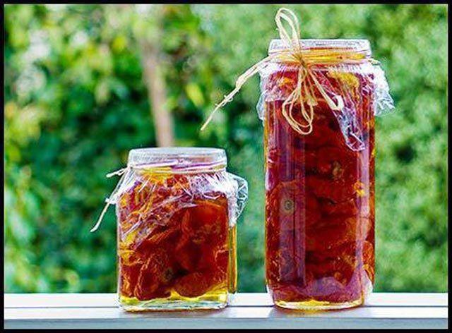 Sušeni paradajz može potpuno promijeniti ukus vašem jelu. S obzirom na to da je veoma skup uvijek ga možete probati napraviti i u svojoj rerni. ...