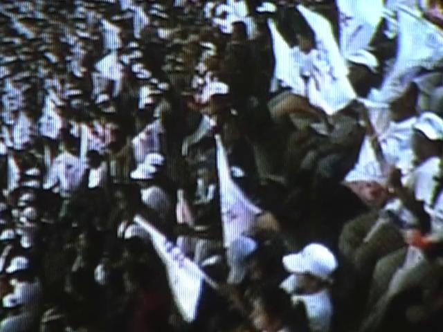 El documentalde Charlotte King, sigue las historias de San Salvador Atenco y Oaxaca, dos lugares en México que han sufrido abusos de derechos humanos por parte de los partidos del gobierno.  http://es.globalvoicesonline.org/2012/06/07/mexico-abusos-de-derechos-humanos-y-elecciones-presidenciales/#