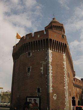 El Castellet (també Castell menor o Castillet, forma que reflecteix la pronúncia local i que s'ha adoptada com a grafia en francès) és un dels monuments més importants de la vila de Perpinyà (Rosselló), i la seua forma és utilitzada com a símbol de l'Ajuntament. Fou alternativament porta de la ciutat i presó d'estat. Fou també anomenat Baluard o Bastilla. Avui alberga el Museu Català de les Arts i Tradicions Populars (La Casa Pairal) i manté encesa tot l'any la flama del Canigó.