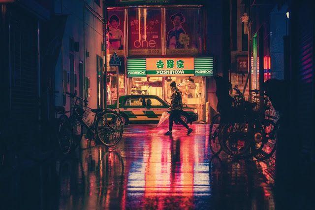 Soñarte esta noche. Sentir como la sombra invade poco a poco el ambar seco de mis labios, para dar paso a un sin fin de risas sin mirarte. Pues con mis ojos cerrados vivo y sueño, pero dormido sigo en este instante.  #poemas_fugaces  (c) Mensajes con Sentido