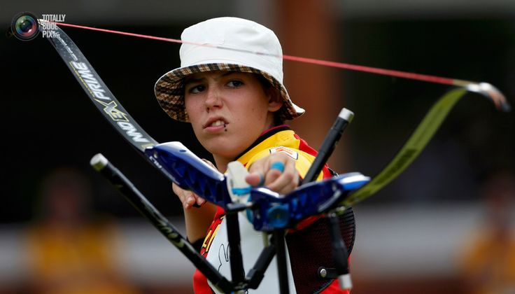 Spain's Iria Grandal shoots during the women's individual round of 16 eliminations archery event at the London 2012 Olympic Games at the Lord's Cricket Ground . SUZANNE PLUNKETT/REUTERS