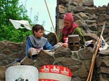 Hollókö is een etnografisch dorpje in Hongarije. Het oude dorp van Hollókö staat op de werelderfgoedlijst. De naam Hollókö komt voort uit een eeuwenoude legende over een raaf. Hollókö ligt halverwege Noordwest-Hongarije en Noordoost-Hongarije. Alles in Hollókö staat in het teken van traditie.  Lees meer: http://www.hungariahuizen.nl/holloko/