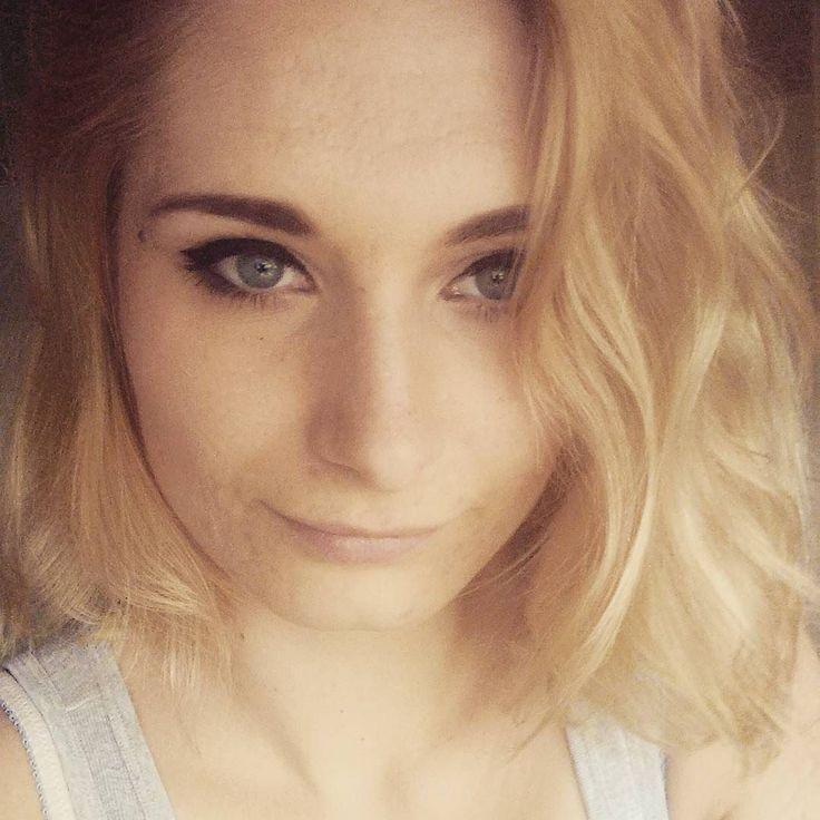 Nie wiesz za co pierwsze się wziąć? Zrób sobie selfie!  #blondhair #blond #women #polishgirl #girl #study #studiapsychologiczne