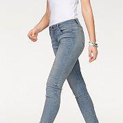 """Женские джинсы-скинни от марки Arizona - маст-хэв для вашего гардероба! Узкие брюки с заниженным поясом отлично сидят благодаря материалу-стрейч. Привычные 5 карманов, складки спереди и немного """"потертая"""" расцветка подчеркивают непринужденность модели. С топом для лета или с пуловером зимой - носите джинсы в любое время года с любыми кофточками на ваш вкус! Длина по внутреннему шву для размера 19 ок. 74,5 см, для размера 76 ок. 86,5 см. за 3399р.- от Otto"""