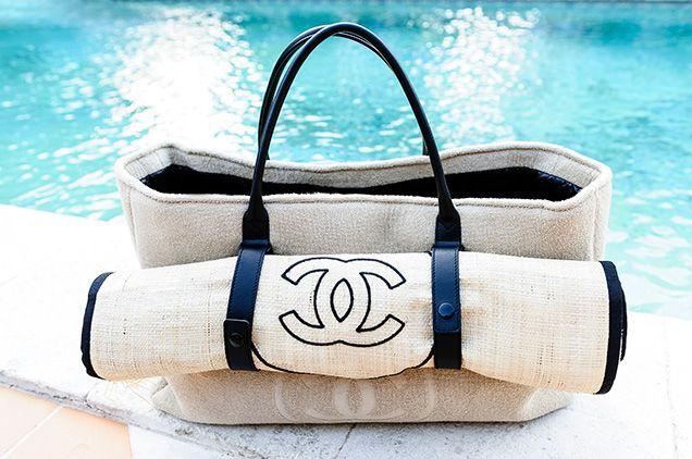 Le sac de plage parfait de Chanel // www.leasyluxe.com #chanel #beachbag #leasyluxe