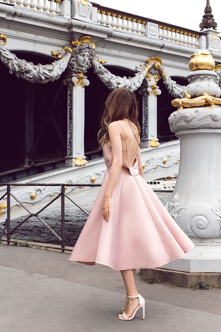 Платье переливающегося цвета пудры с открытой спиной – Breakfast at boutique
